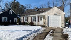 121 Gordon Rd, Schenectady, NY 12306-7215