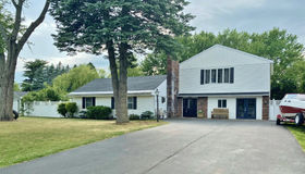 1 Newcomb Dr, Loudonville, NY 12211