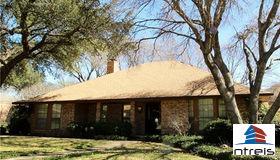 3813 E Verde Woods Street, Grand Prairie, TX 75052