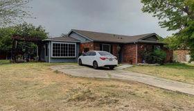 433 Curts Drive, Grand Prairie, TX 75052