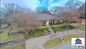 2225 Prestonwood Drive, Arlington, TX 76012