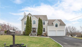 13 Commodore Hull Drive, Derby, CT 06418