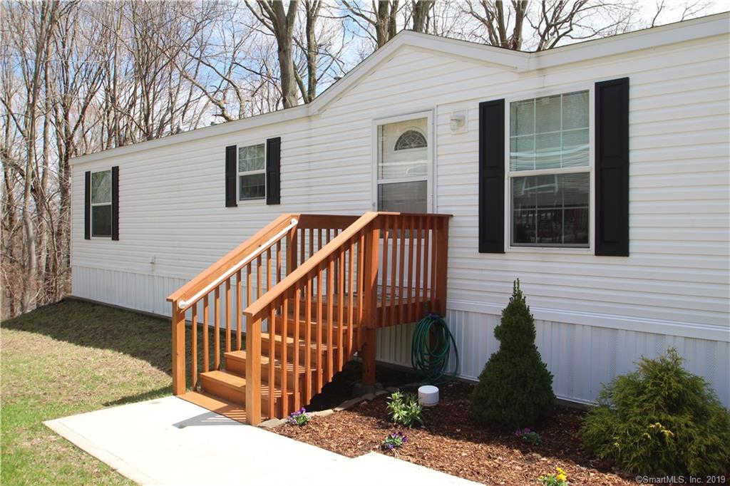 76 Mountainview Road, East Hampton, CT 06424 is now new to the market!