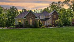 33 Bachelor Oak Road, Bethany, CT 06524