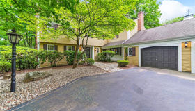 15 Rushleigh Road, West Hartford, CT 06117