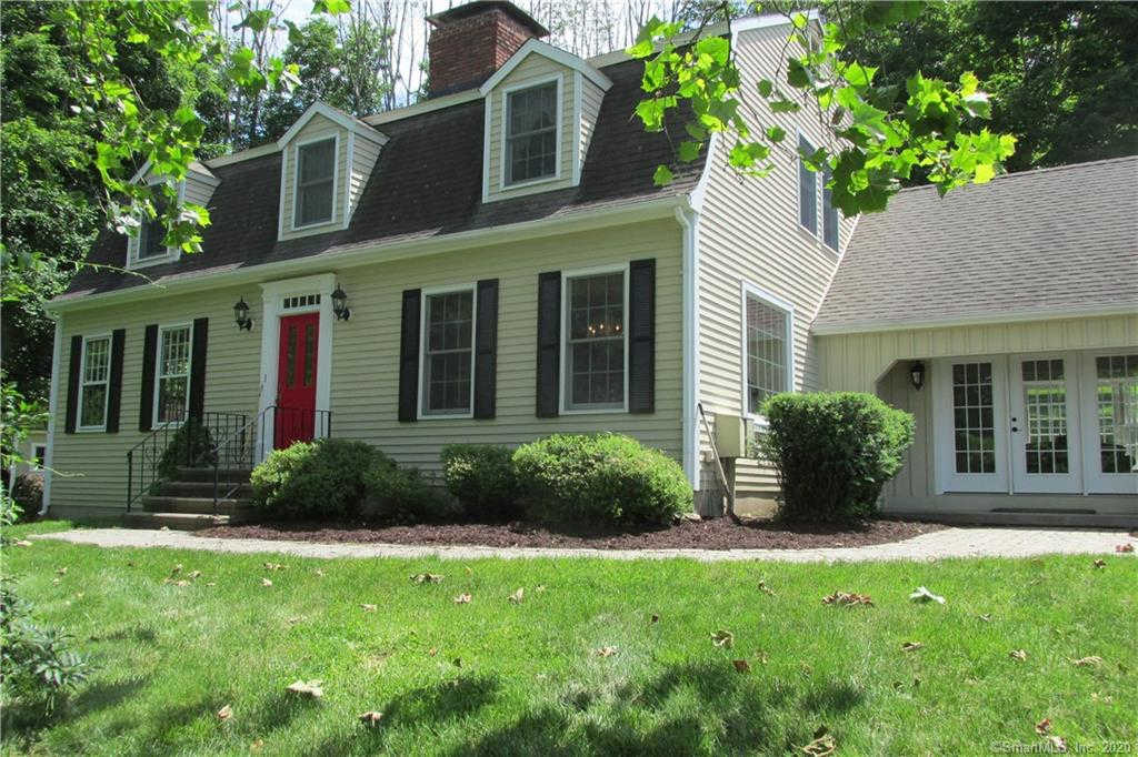 39 Applegate Lane, Woodbury, CT 06798 now has a new price of $449,917!