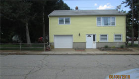 39 Pleasant Street, New London, CT 06320