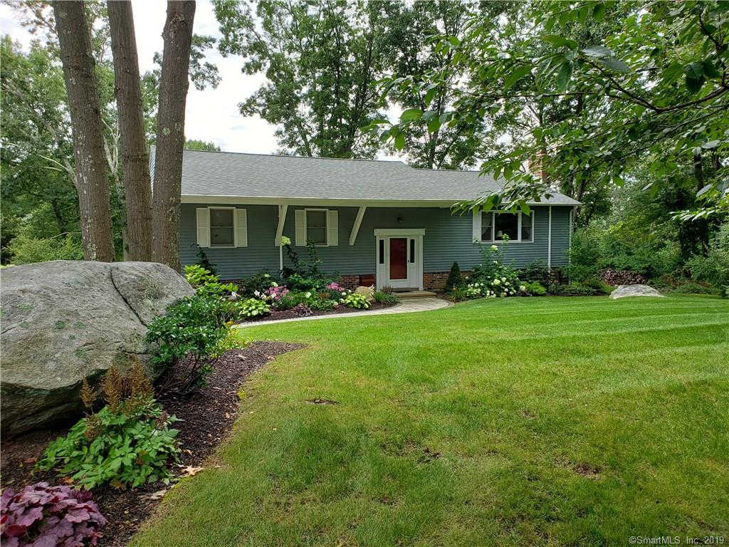 Video Tour  - 4 Jonathan Law Court, Waterford, CT 06385