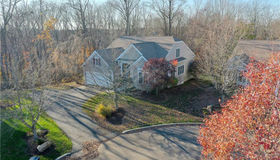 207 Flag Stick Court #207, Oxford, CT 06478