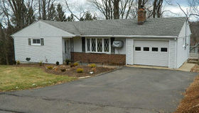 22 Woodcrest Circle, Naugatuck, CT 06770