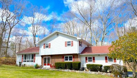 17 Trumbull Road, Waterford, CT 06385