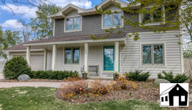 700 Oak Ridge Court E, Burnsville, MN 55306