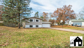 3021 Furness Court, Maplewood, MN 55109