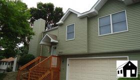 2533 Geranium Avenue E, Maplewood, MN 55119