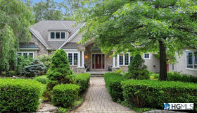 82 Ralphie Lane, Monroe, NY 10950