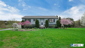 11 Valley View Lane, Marlboro, NY 12542