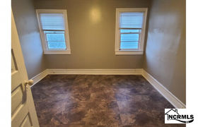 Real estate listing preview #152