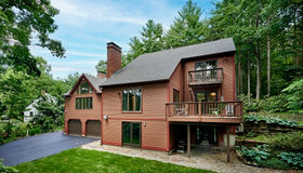 47 Wildflower Dr, Amherst, MA 01002