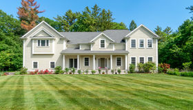 16 Donnelly Dr, Dover, MA 02030