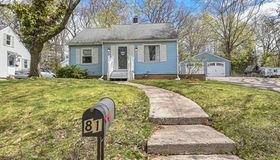 81 Pleasant St, Plainville, MA 02762