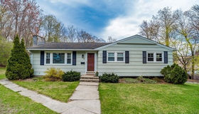 22 Sherwood Hill Dr, Holden, MA 01520